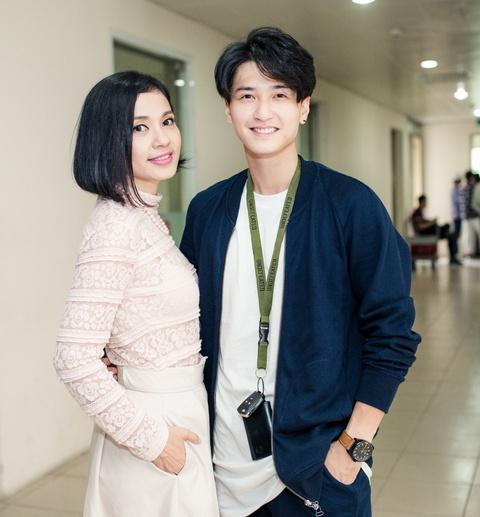 Viet Trinh diu dang ben ban trai Hoang Oanh trong ngay casting phim hinh anh 3