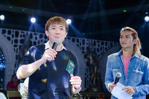 Tran Thanh mang hoa den tang Hari Won o buoi hop fan hinh anh 8