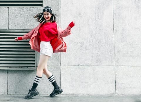 Hot girl Jun Vu nang dong xuong pho Sai Gon hinh anh 4