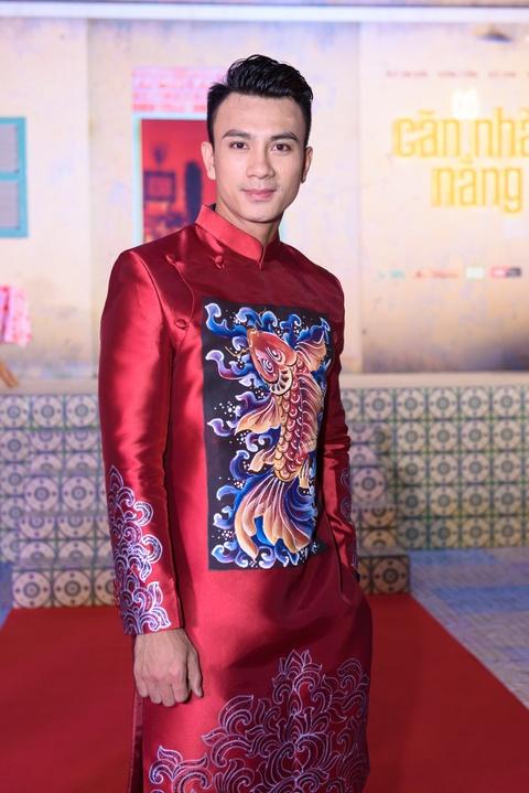 Hoai Linh mac do ba ba, di dep le du ra mat phim hinh anh 8