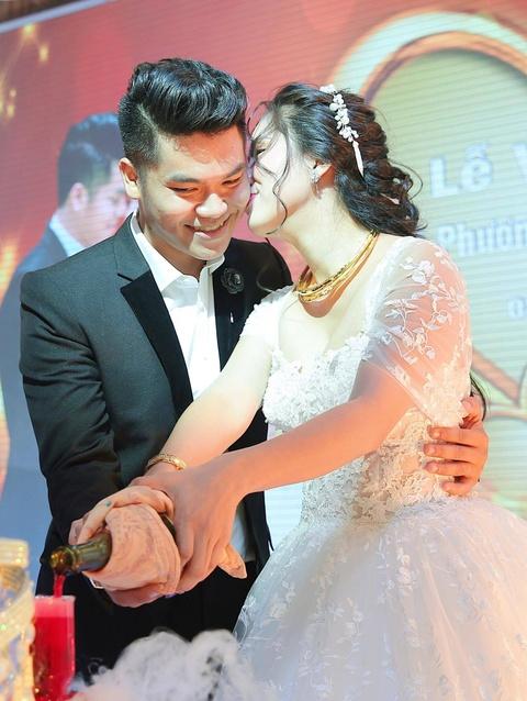 Ngan Khanh du tiec cuoi Le Phuong o Tra Vinh sau 2 nam roi showbiz hinh anh 11