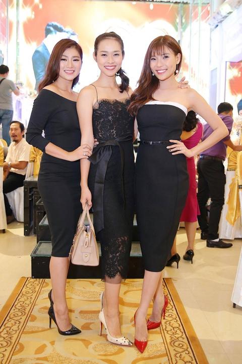 Ngan Khanh du tiec cuoi Le Phuong o Tra Vinh sau 2 nam roi showbiz hinh anh 4