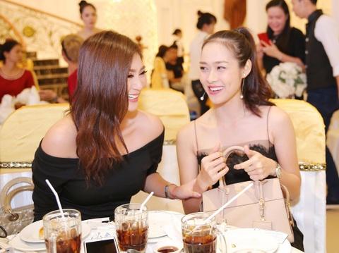 Ngan Khanh du tiec cuoi Le Phuong o Tra Vinh sau 2 nam roi showbiz hinh anh 5