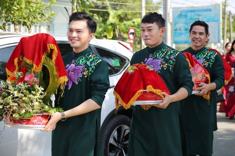 Dan dien vien ve Tra Vinh du le cuoi Le Phuong hinh anh 5