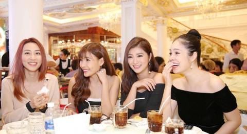 Ngan Khanh du tiec cuoi Le Phuong o Tra Vinh sau 2 nam roi showbiz hinh anh 6
