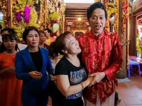 Dan sao Viet va hang nghin khan gia ve den tho cua Hoai Linh cung To hinh anh 9