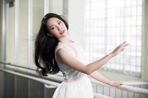 Chim cong lang mua Linh Nga: Cuoc song hao nhoang, tinh duyen lan dan hinh anh 1