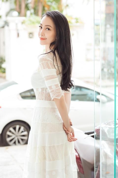 Chim cong lang mua Linh Nga: Cuoc song hao nhoang, tinh duyen lan dan hinh anh 3
