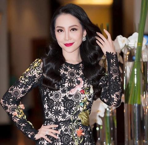 Chim cong lang mua Linh Nga: Cuoc song hao nhoang, tinh duyen lan dan hinh anh 2