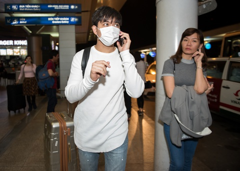 Giua bao scandal, Tim bit khau trang kin mit sang Han Quoc hinh anh 1