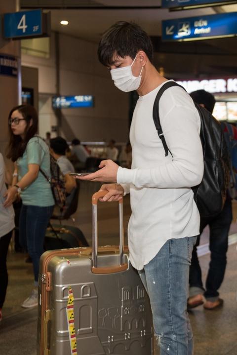 Giua bao scandal, Tim bit khau trang kin mit sang Han Quoc hinh anh 2