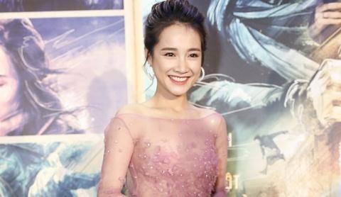 Nha Phuong ke chuyen phan doi dao dien Victor Vu tren phim truong hinh anh