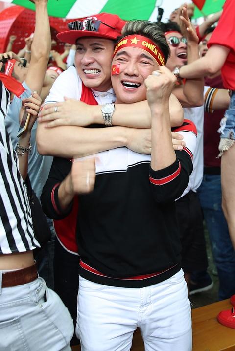 Dan sao Viet dung ngoi khong yen khi theo doi tran U23 VN - Uzbekistan hinh anh 11