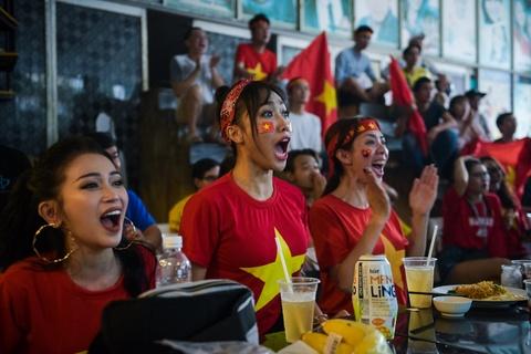Dan sao Viet dung ngoi khong yen khi theo doi tran U23 VN - Uzbekistan hinh anh 14