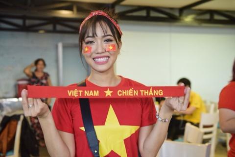 Dan sao Viet dung ngoi khong yen khi theo doi tran U23 VN - Uzbekistan hinh anh 5