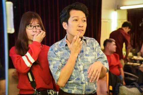 Hoai Linh lai an voi trong hau truong san khau kich chieu mung Mot Tet hinh anh 6
