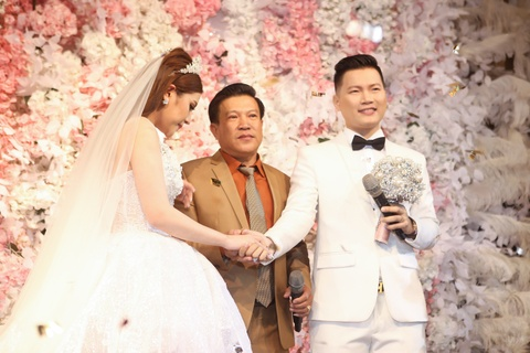 Dam Vinh Hung, Hari Won du le cuoi cua To Ny o Sai Gon hinh anh 7