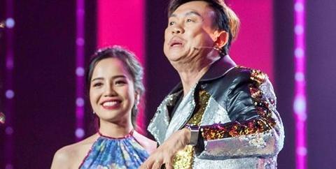 Chi Tai phan khich chay len san khau om nu thi sinh xinh dep hinh anh