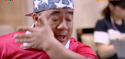 Hoa Minzy, Hieu Hien khoc truoc hoan canh cua con trai Dinh Hoang Max hinh anh