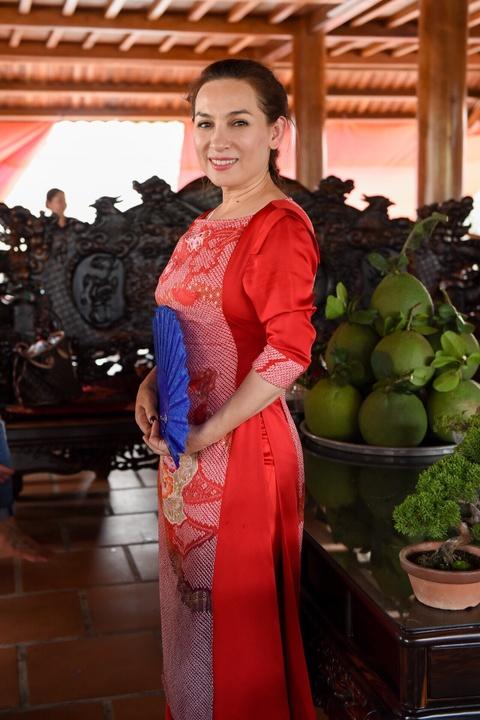Nghe si Viet tap nap den nha tho cua Hoai Linh dang huong To nghe hinh anh 12