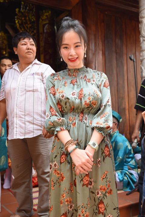 Nghe si Viet tap nap den nha tho cua Hoai Linh dang huong To nghe hinh anh 4