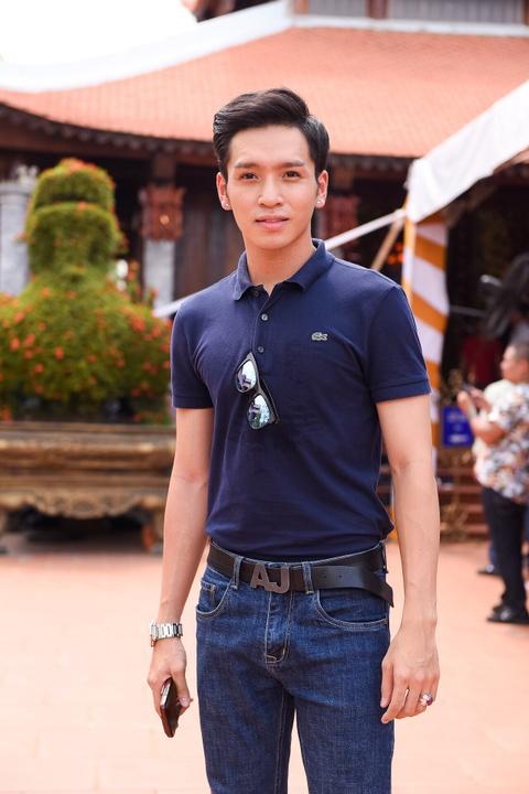 Nghe si Viet tap nap den nha tho cua Hoai Linh dang huong To nghe hinh anh 10
