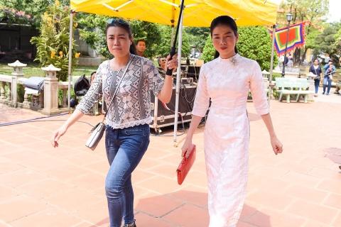 Nghe si Viet tap nap den nha tho cua Hoai Linh dang huong To nghe hinh anh 5