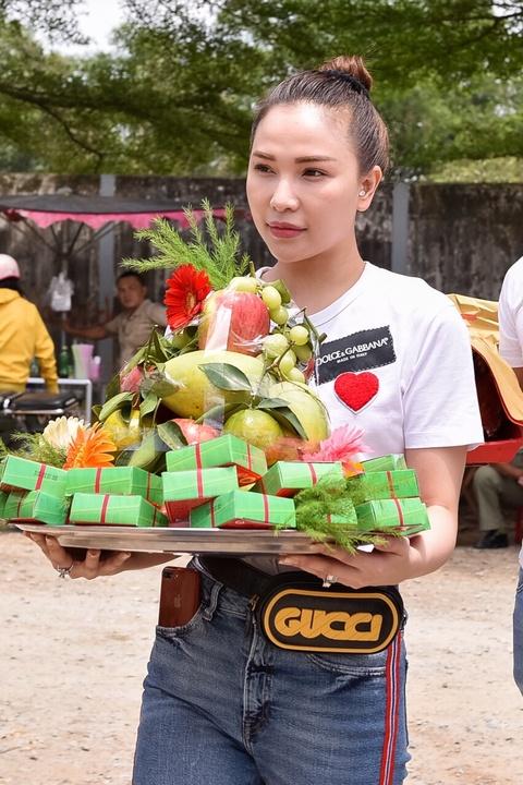 Nghe si Viet tap nap den nha tho cua Hoai Linh dang huong To nghe hinh anh 9