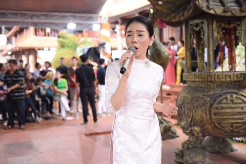 Nghe si Viet tap nap den nha tho cua Hoai Linh dang huong To nghe hinh anh 13