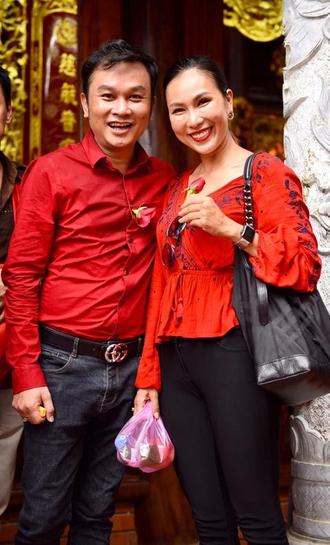 Nghe si Viet tap nap den nha tho cua Hoai Linh dang huong To nghe hinh anh 14