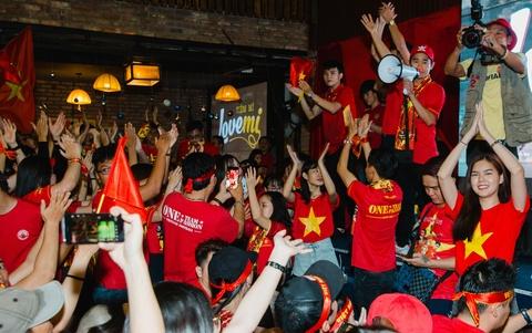 Dan sao Viet vo oa khi tuyen Viet Nam vo dich AFF Cup 2018 sau 10 nam hinh anh 17