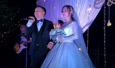 Phuong Thanh, Ngan Quynh hat 'Trieu doa hoa hong' o tiec cuoi Tien Dat hinh anh