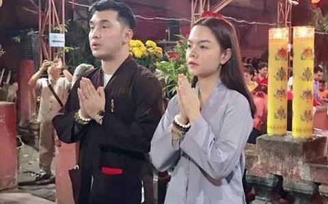 Pham Quynh Anh, Ung Hoang Phuc di le chua ngay dau nam moi hinh anh