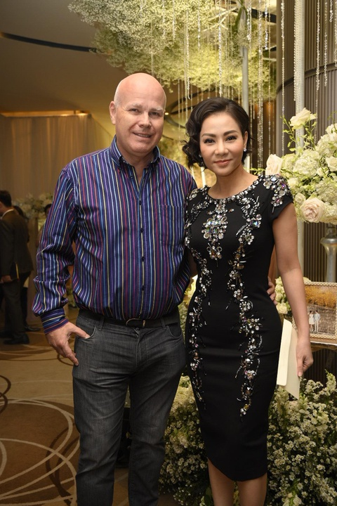 Tran Thanh cung dan sao du tiec cuoi cua Duong Khac Linh va Sara Luu hinh anh 13