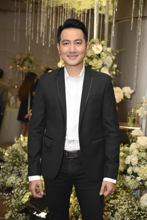 Tran Thanh cung dan sao du tiec cuoi cua Duong Khac Linh va Sara Luu hinh anh 9
