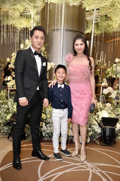 Tran Thanh cung dan sao du tiec cuoi cua Duong Khac Linh va Sara Luu hinh anh 4