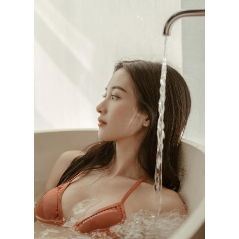 Jun Vu nghien khoe anh sexy, khong nam ngoai trao luu cua my nhan Viet hinh anh 10