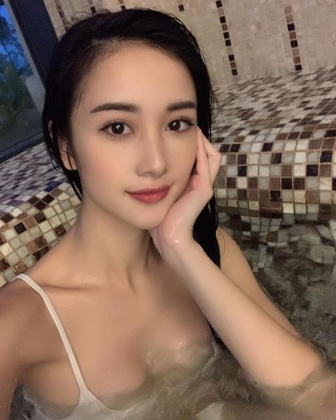 Jun Vu nghien khoe anh sexy, khong nam ngoai trao luu cua my nhan Viet hinh anh 9