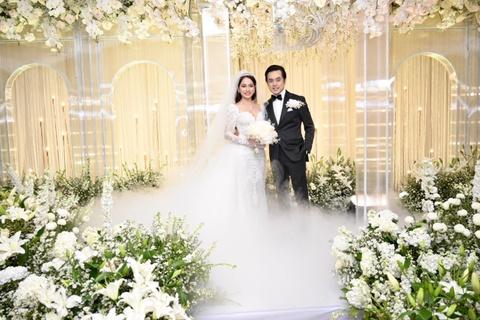 Trấn Thành cùng dàn sao dự tiệc cưới của Dương Khắc Linh và Sara Lưu