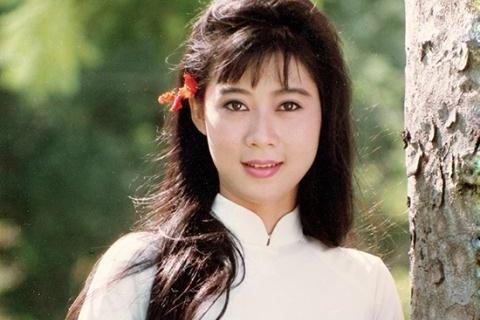 Cuoc song cua Diem Huong ben chong va 4 con hinh anh