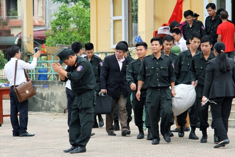 Phut 19 can bo chien si duoc dan Dong Tam tha hinh anh 4