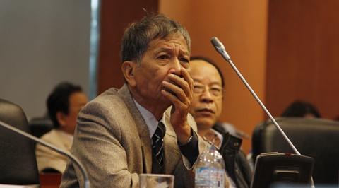Khi Nguyen Huy Thiep 'giang luoi' bat minh va ban van hinh anh