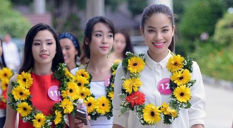 Pham Huong tham gia trinh dien o le hoi duong pho o Quang Binh hinh anh