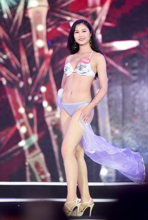Thi sinh Hoa hau Viet Nam phia Bac nong bong voi bikini hinh anh 3
