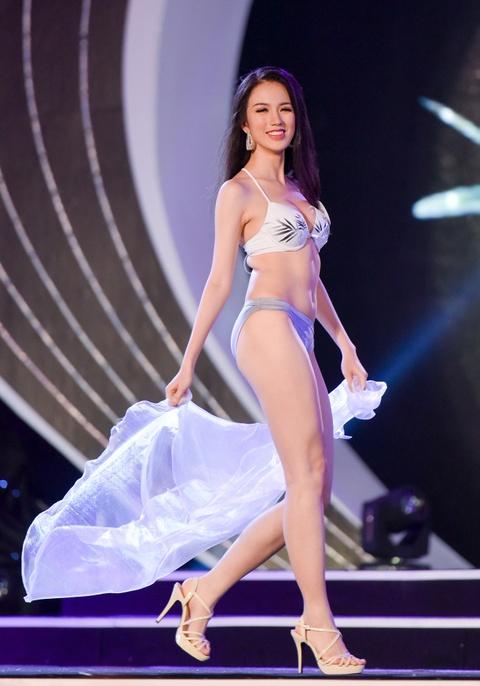 Thi sinh Hoa hau Viet Nam phia Bac nong bong voi bikini hinh anh 2