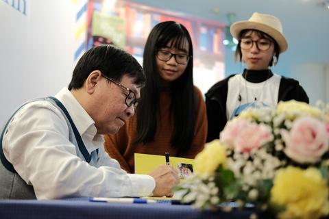 Di tu 3h dem, doi mua ret cho xin chu ky Nguyen Nhat Anh hinh anh 3