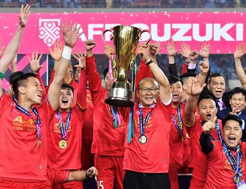 TS Lê Thẩm Dương: 'Tôi vẫn nghẹt tim vì Việt Nam vô địch AFF Cup'