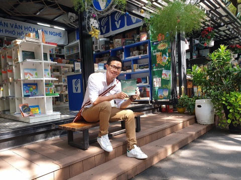 Nha tho Phong Viet: 'Phai viet, neu khong toi se stress, tram cam' hinh anh 2