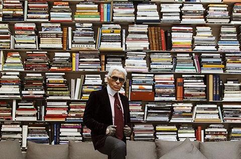 Choáng ngợp với bộ sưu tập 250.000 cuốn sách của NTK Karl Lagerfeld