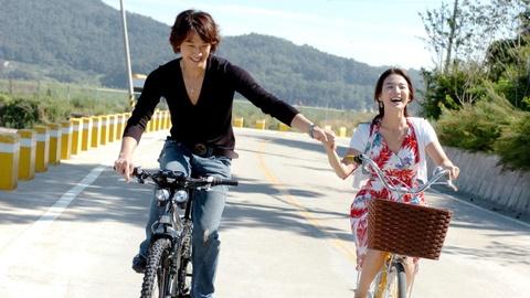 Duong pho Hong Kong vang tanh trong gio phim Han Quoc phat song hinh anh 3